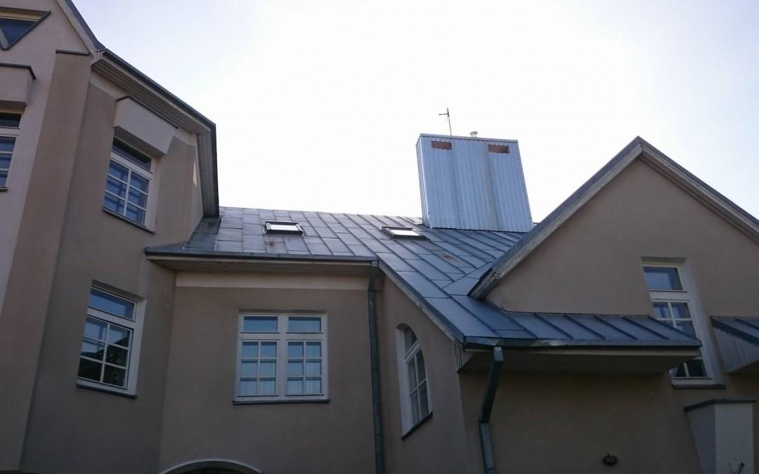 Korozijos pažeistas stogas