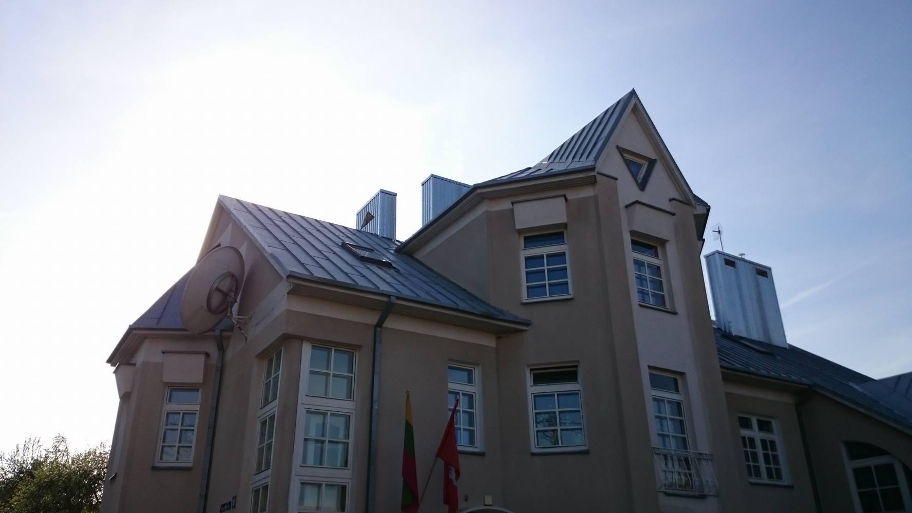Surūdijęs skardinis stogas